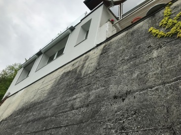 Wall superbly exposed South with villa on top